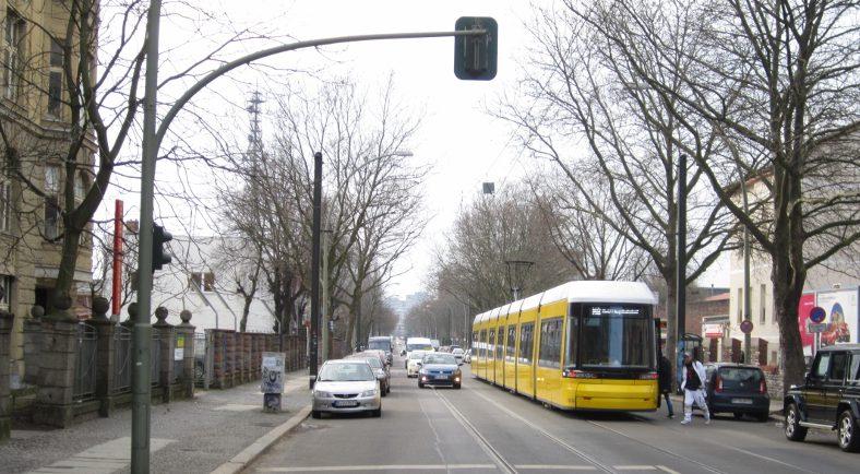 Weg zur Arbeit in der Berliner Herzbergstraße